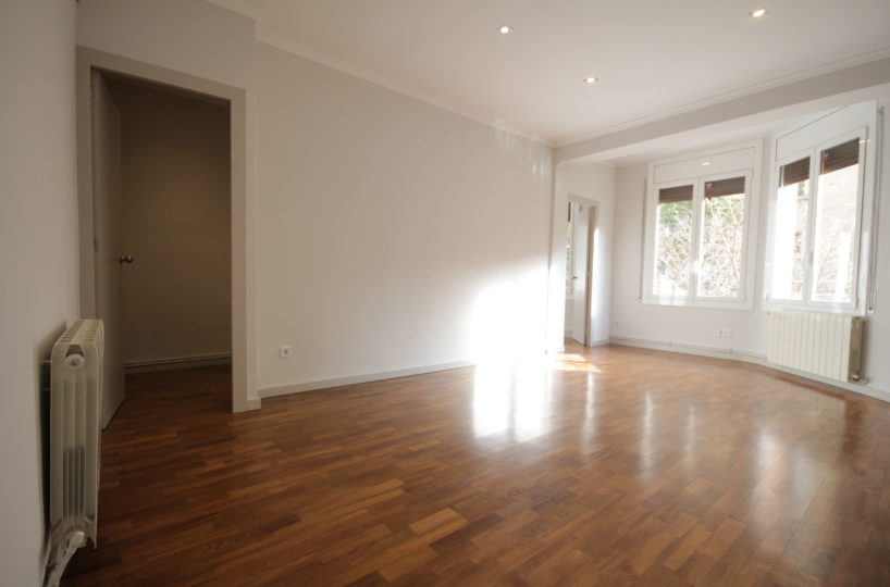 Fantastic exterior flat ready to move in Rocafort street.