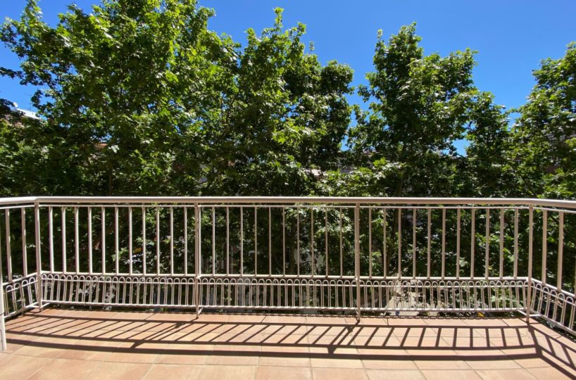 Spectacular high and sunny apartment in Turó Park / Plaza San Gregorio Taumaturgo.