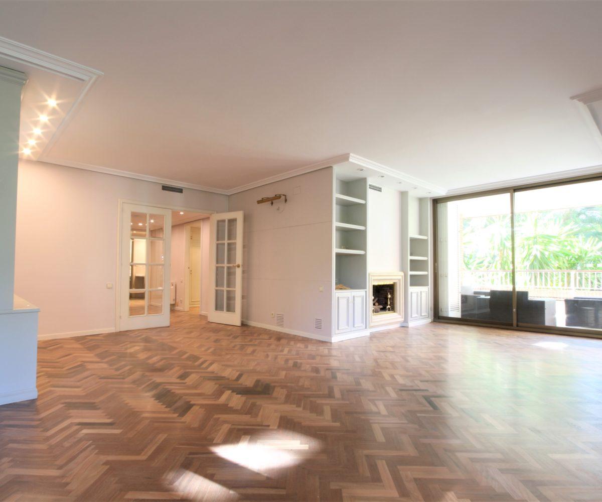 Bonito piso en alquiler en finca de obra vista de Tres Torres.