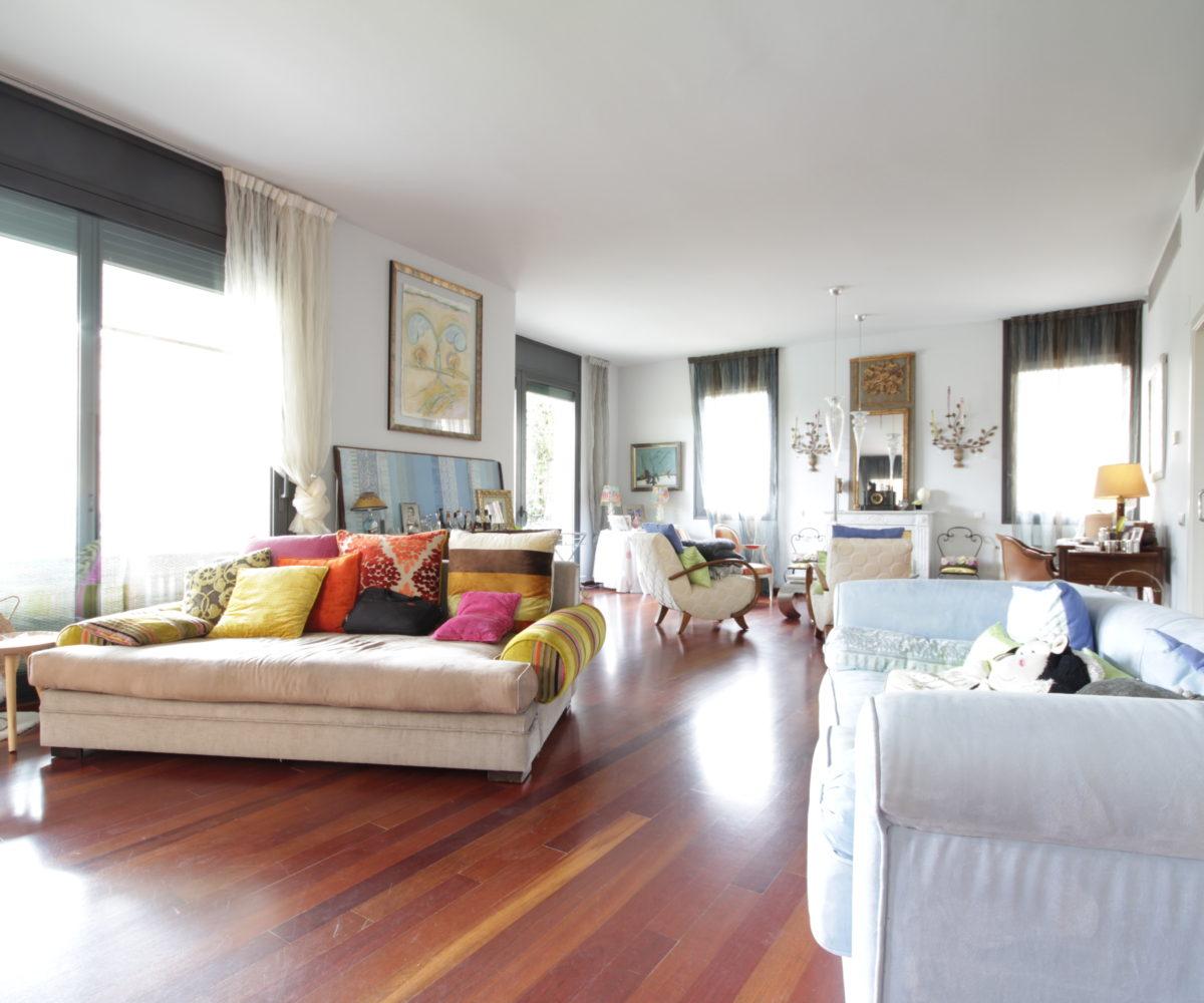 Casa de alto nivel en un complejo privado con increíbles vistas a la ciudad.