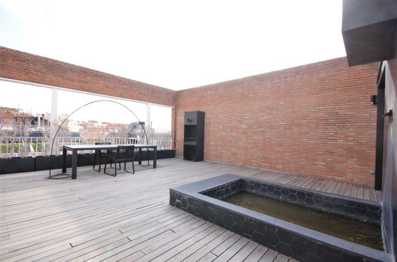 Exclusivo ático reformado con impresionante terraza en Tres Torres.